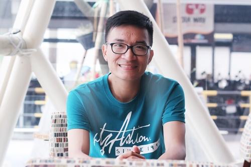 Phạm Anh Cường bỏ lương nghìn USD để làm hoa giấy nghệ thuật.