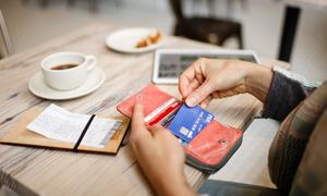 Visa: Thẻ ngân hàng cũng cần cất kỹ như tiền mặt