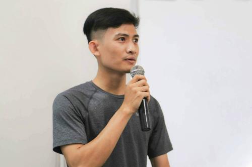 Nguyễn Văn Toản trong một buổi thuyết trình