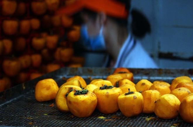Hồng sấy kiểu Nhật nửa triệu đồng một kg