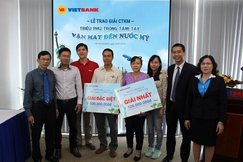 Khách hàng nhận thưởng sổ tiết kiệm 500 triệu đồng từ VietBank - ảnh 3