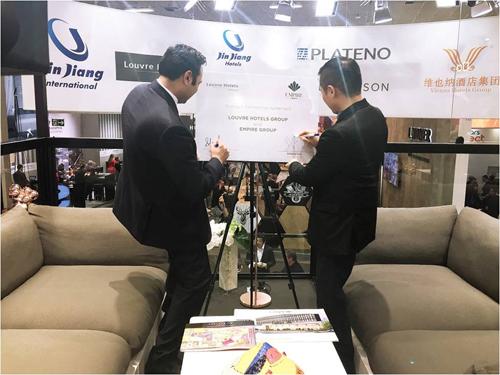 Đại diện Empire Group và Lourve Hotels Group cùng ký tên lưu niệm đánh dấu bước hợp tác quốc tế lần hai