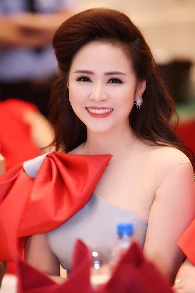 doanh-nhan-thanh-huong-duoc-vinh-danh-top-50-nu-lanh-dao-tieu-bieu-3