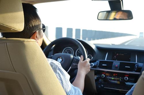 Ông bầu của Ngọc Trinh tham gia thâu tóm ứng dụng gọi xe Việt