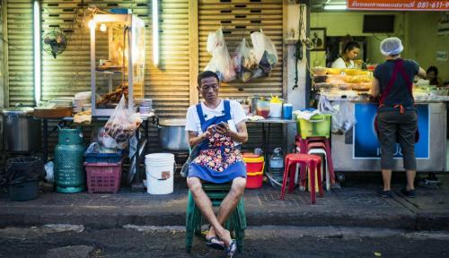 bangkok-manh-tay-voi-hang-rong-quan-an-via-he