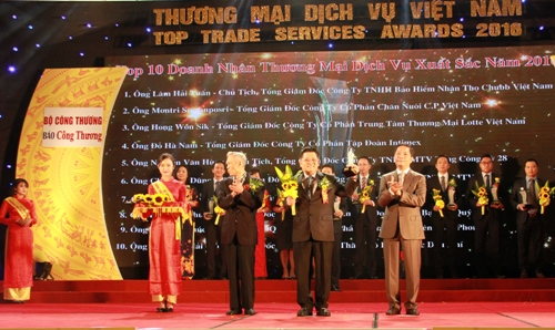 cp-viet-nam-nhan-giai-thuong-mai-dich-vu-viet-nam-2016