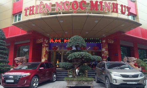 xu-ly-thien-ngoc-minh-uy-neu-du-khach-ky-hop-dong-voi-cong-ty-hau-due