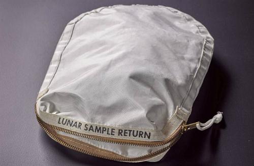 4 triệu USD cho chiếc túi chứa đất mặt trăng - ảnh 1