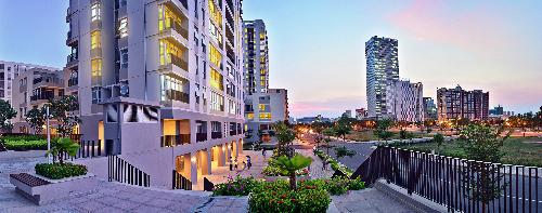 Nhà phố thương mại Star Hill thuộc Khu Thương mại Tài chính Phú Mỹ Hưng với thiết kế 2 tầng để ở và 2 tầng để kinh doanh, mở văn phòng.