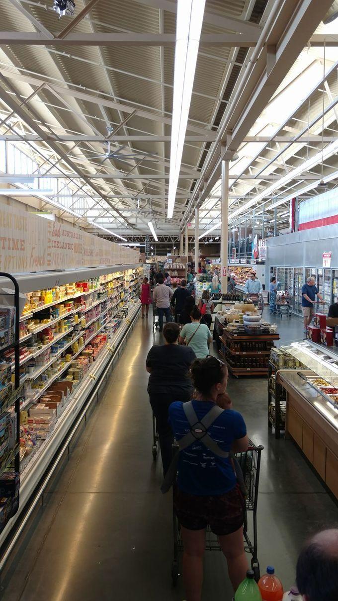 Người Mỹ vét sạch siêu thị vì siêu bão