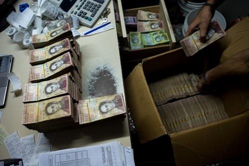 Venezuela cận kề vỡ nợ