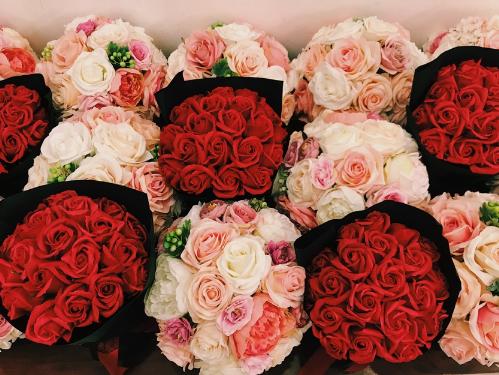 Vincom dành 1,6 tỷ đồng tặng kim cương, hoa hồng cho phái đẹp