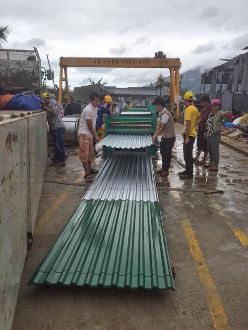 Tập đoàn Hoa Sen bán tôn lưu động hỗ trợ người dân vùng bão