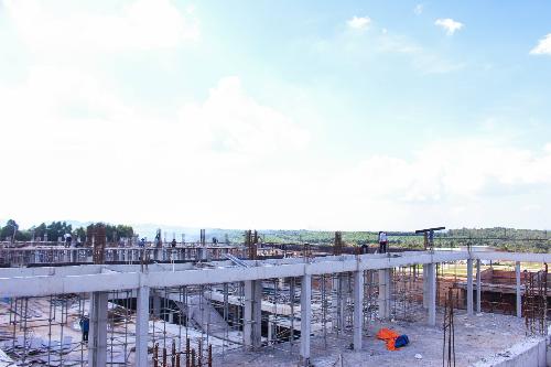 Trung tâm thương mại tại cửa ngõ TP HCM trong giai đoạn hoàn thiện