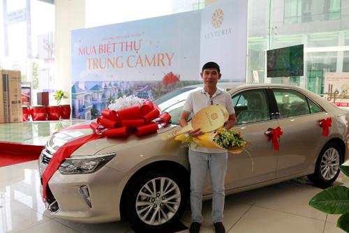 Chủ đầu tư dự án Senturia Vườn Lài tặng xe sang cho khách hàng