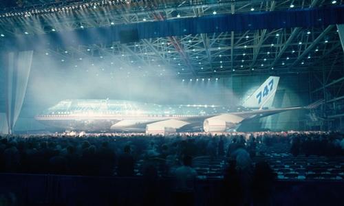 nguoi-my-tam-biet-nu-hoang-bau-troi-boeing-747