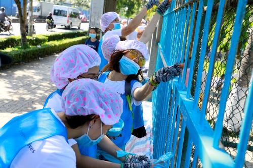 Ngày CSR Day (ngày tình nguyện vì cộng đồng) là cách Amway khuyến khích nhân viên và các đối tác của mình xây dựng một văn hóa làm việc có trách nhiệm và quan tâm tới cộng đồng.