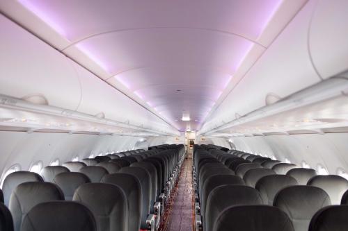 Hệ thống đèn LED đổi màu giúp tạo cảm giác thông thoáng và thoải mái cho hành khách