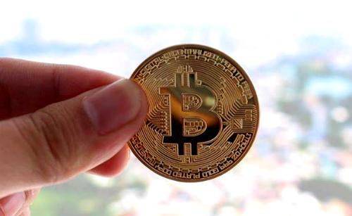 Ảnh quảng cáo bán xu Bitcoin tại một cửa hàng trên Facebook.