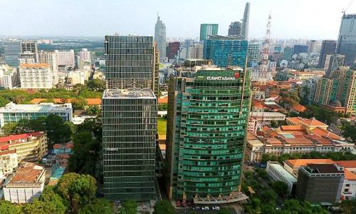 Tòa nhà Đức - cao ốc bên trái ảnh, được xem là đại diện cho mô hình văn phòng xanh thông minh có thể tạo ra trào lưu ấn tượng cho năm 2018. Ảnh: Silver House
