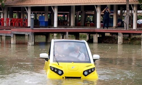 Ôtô ''bơi'' được khi ngập lụt giá 18.000 USD - Kinh Doanh
