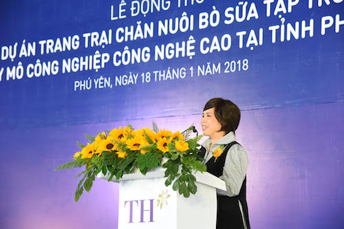 Bà Thái Hương - Nhà sáng lập, chủ tịch Tập đoàn TH phát biểu tại buổi lễ.