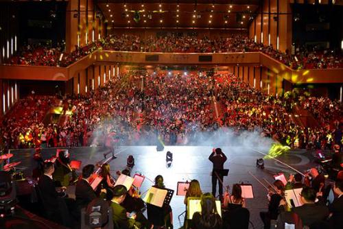 Sunshine Concert 2018 - đại nhạc hội tri ân khách hàng và đối tác của Sunshine Group đã thu hút gần 4.000 khán giả thủ đô.