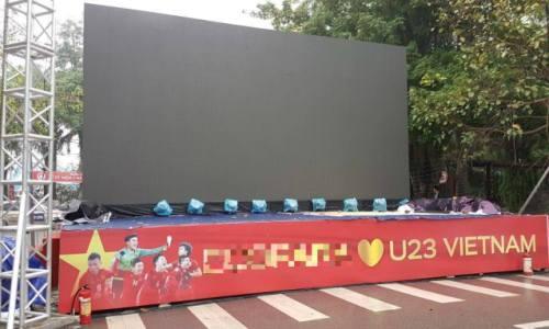 Chủ đầu tư thuê màn hình khủng để cư dân cổ vũ U23