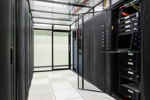 17 năm phát triển chiếc tủ chứa thiết bị CNTT của doanh nghiệp Việt