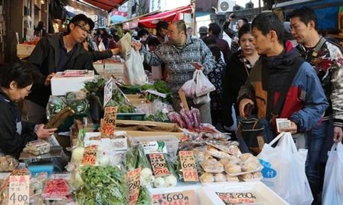 Người Nhật đã thoải mái hơn trong việc mua sắm. Ảnh: AFP