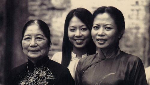 'Người giữ lửa' cho gia đình 50 năm làm nghề thêu tay