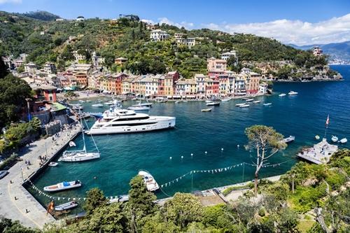 Italy kỳ vọng kích thích được nền kinh tế nhờ chính sách thuế mới. Ảnh: Bloomberg