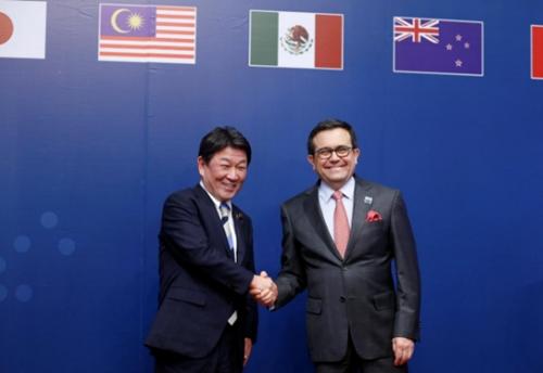 Đại diện Nhật Bản và Mexico trong lễ ký kết tại Chile. Ảnh: Reuters