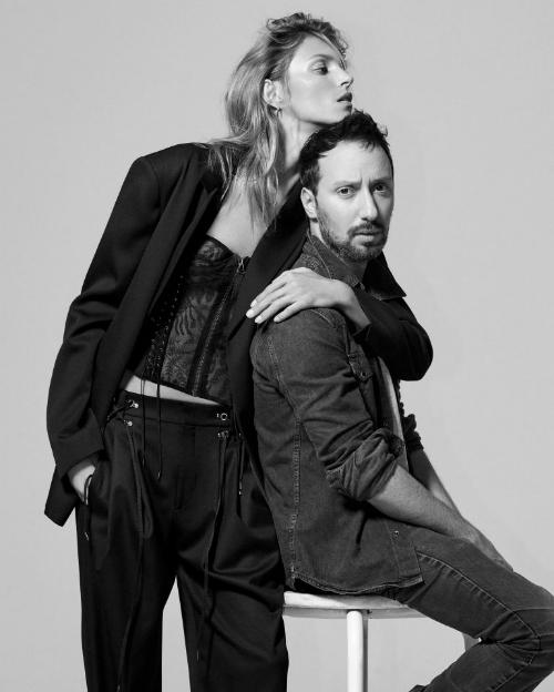 Anthony Vaccarello và nàng thơ của anh: người mẫu Anja Rubik.