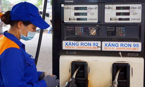 Theo các doanh nghiệp kinh doanh đầu mối, đề xuất cho bán trở lại xăng RON92 của một doanh nghiệp đầu mối chưa đủ thuyết phục. Ảnh: Giang Huy