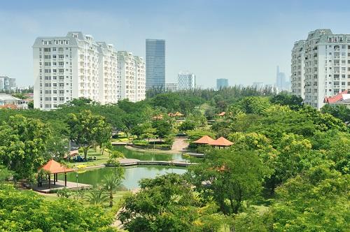 Cách The Signature 300m là khu Nam Viên - tiểu khu có mật độ cây xanh lớn nhất đô thị, với công viên rộng 5,5ha.Chủ đầu tư khẳng định ở bất kỳ góc nhìn nào của dự án, cư dân cũng nhìn thấy cây xanh, mặt nước.