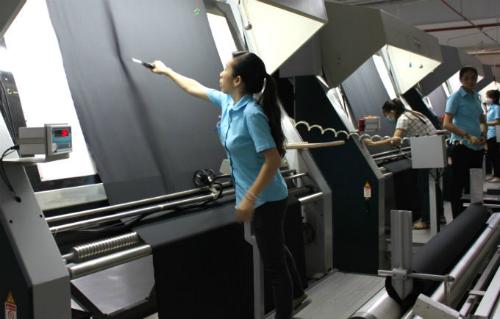 Dây chuyền sản xuất vải len chải kỹ tại công ty Liên Phương.