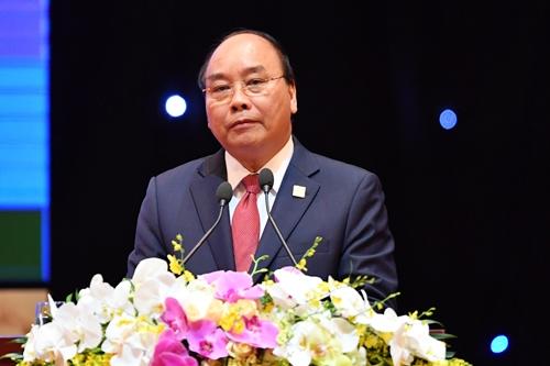 Thủ tướng Nguyễn Xuân Phúc phát biểu tại phiên đối thoại chiều nay. Ảnh: Giang Huy