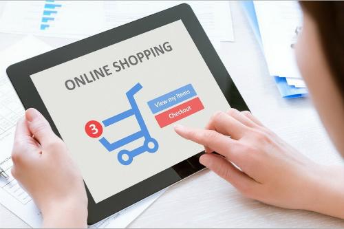 Thương mại điện tử đang tạo nên cơn lốc mua sắm kiểu mới tại Việt Nam.