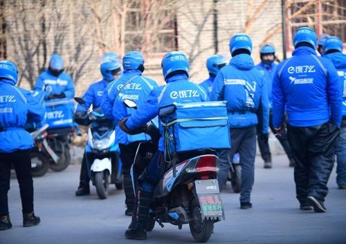 Đội giao hàng của Ele.me tại Thẩm Dương (Trung Quốc). Ảnh: Bloomberg