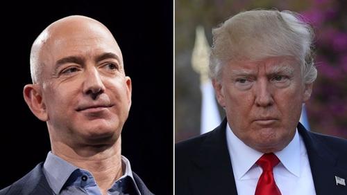 Ông chủ Amazon - Jeff Bezos và Tổng thống Mỹ - Donald Trump. Ảnh: Bloomberg