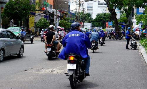 Sau hôm nay, logo Uber sẽ không còn trên đường phố Việt Nam. Ảnh: Viễn Thông