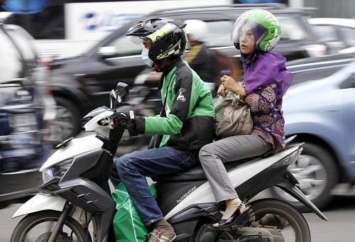 Dịch vụ xe ôm của Go - Jek tại Indonesia. Ảnh: Reuters.