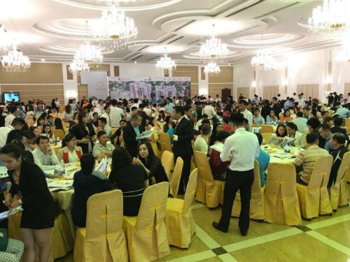 Nhiều khách hàng tham gia sự kiện công bố dự án Topaz Twin tại Biên Hòa, Đồng Nai.