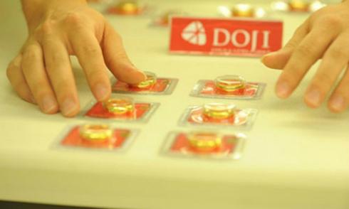 Giá vàng miếng tuần này biến động trong khoảng gần 300.000 đồng mỗi lượng.
