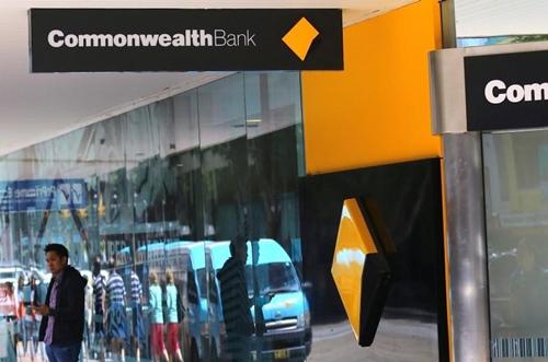 Bên ngoài một chi nhánh của Commonwealth Bank ở Sydney. Ảnh: Reuters