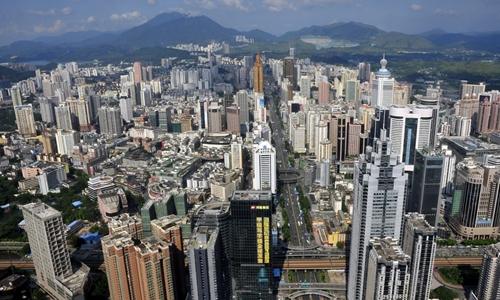 Từ một làng chài, Thâm Quyến (Trung Quốc)giờ đã thành siêu đô thị nhờ SEZ. Ảnh: Reuters