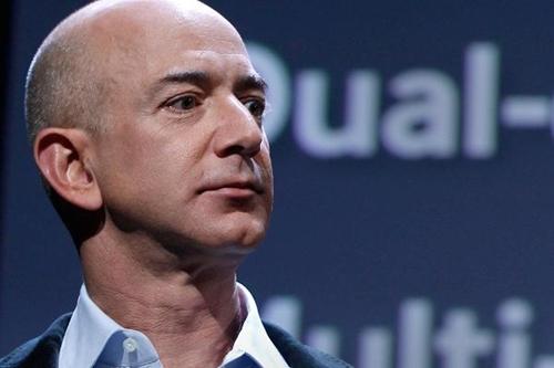 CEO Amazon - Jeff Bezos hiện là người giàu nhất hành tinh. Ảnh: Reuters