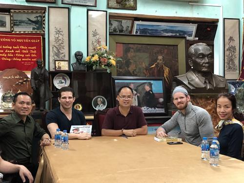 Ông Randy Dobson cũng bày tỏ mong muốn được đón tiếp anh Trung và gia đình đại tướng đến tập luyện và nâng cao sức khoẻ tại các trung tâm California và California Centuryon thuộc quản lý của tập đoàn CMG.ASIA tại Việt Nam.