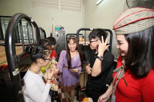 Vietjet mang nụ cười tới các bạn trẻ khuyết tật TP HCM dịp lễ 30/4